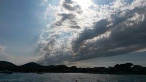 Moln på havet arkivfoton