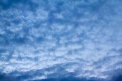 Moln på himmel i aftonen Fotografering för Bildbyråer