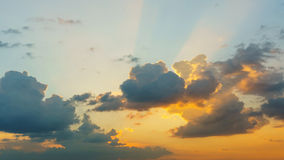 Moln på himmel på solnedgången Arkivbilder
