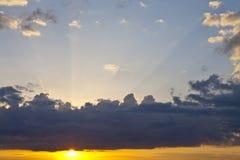 Moln på solnedgången Arkivfoton