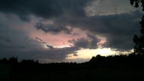 Moln på solnedgången som storm avlägsnar Fotografering för Bildbyråer