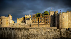 Moln på tornet Royaltyfri Bild