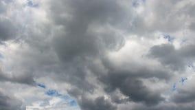 Moln p? bl? himmel i sommar lager videofilmer