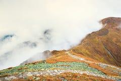 Moln runt om röda maxima, Tatra berg Royaltyfria Foton