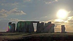 Moln som flyttar sig över Stonehenge stock video