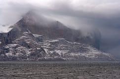 Moln som packar maxima i en kust- storm in royaltyfri foto