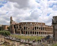 Moln vid Colosseumen Royaltyfria Bilder