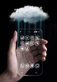 Molnberäkningsteknologi med smartphonen Arkivfoton