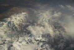 Molnbildande över Westen berg Royaltyfri Bild