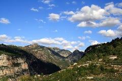 Molnen över bergen Royaltyfria Bilder