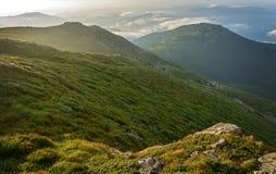 Molnen i bergen Arkivbilder