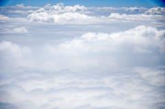 Molnet och den blåa himlen Royaltyfri Foto