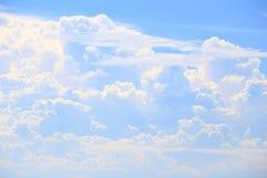 Molnet och den blåa himlen som naturen Royaltyfri Bild
