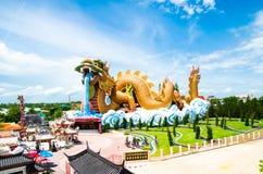 Molnet ovanför den Suphanburi staden med trevlig himmel Royaltyfri Bild