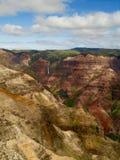 Molnig dag över den Waimea kanjonen arkivfoto