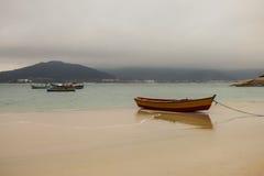 Molnig dag på den Campeche ön, i Florianopolis Royaltyfri Bild