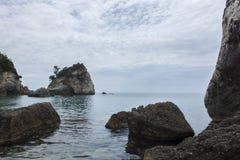 Molnig dag på den Piso Krioneri stranden Parga Grekland Royaltyfri Bild