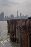 Molnig dag på Hudson River Royaltyfri Bild