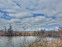 Molnig dag på sjön i Oklahoma royaltyfria bilder