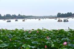 Molnig dag på sommarslotten, Peking, Kina royaltyfri foto