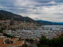 Molnig fjärd och hamn av Monaco och Monte - carlo, Frankrike Arkivfoto