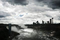 Molnig himmel över Niagaraen Fotografering för Bildbyråer