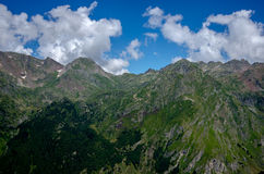 Molnig himmel över Pyreneesna, Frankrike Arkivbild