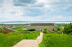 Molnig himmel - det stora wellnesshotellet parkerar för att kyla Royaltyfria Foton