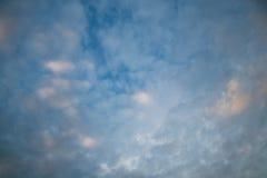 Molnig himmel i afton Royaltyfria Foton