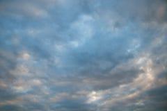 Molnig himmel i afton Royaltyfri Bild
