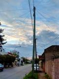 Molnig himmel i staden royaltyfria bilder