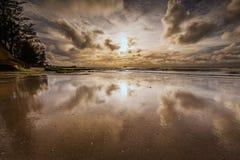 Molnig himmel med reflexion Royaltyfria Bilder