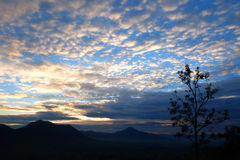 Molnig himmel med soluppgång Fotografering för Bildbyråer