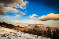 Molnig himmel på italienska berg Royaltyfria Bilder