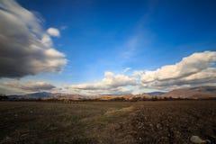 Molnig himmel på italienska berg Royaltyfri Foto