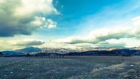 Molnig himmel på italienska berg Fotografering för Bildbyråer