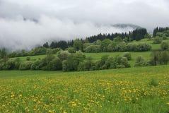 molnig liggande Arkivfoton