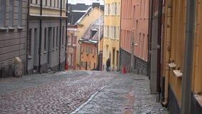 Molnig marsdag på en gammal gata i Stockholm sweden stock video