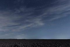 Molnig natthimmel med stjärnor Nattbakgrund sky för natt för abstraktionillustrationblixt Royaltyfri Fotografi