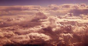 molnig orange skysikt för flyg- flygplan Royaltyfri Bild