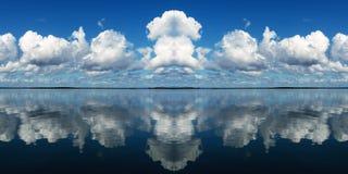 Molnig Seascapepanorama Arkivfoto