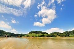 Molnig sikt för sjö i Fujian, söder av Kina arkivfoton