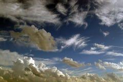 molnig sky 3 Arkivfoto