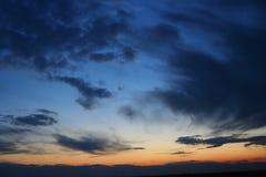 molnig skymning Arkivfoton