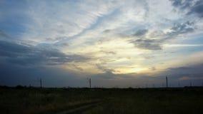 molnig skysolnedg?ng stock video