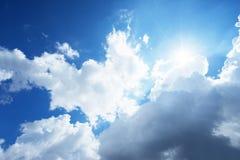 molnig skysun Arkivbilder