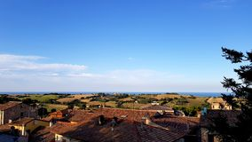 Molnig solig italiensk himmel Arkivfoto