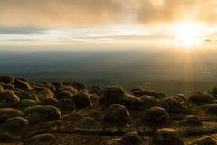 molnig solnedgång Arkivfoto