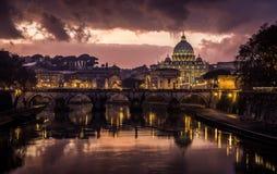 Molnig solnedgång i Rome Royaltyfri Foto