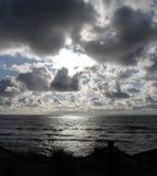 Molnig solnedgång på den Oregon kusten Royaltyfri Bild